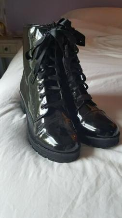 Steve Madden Girl Black Lace-Up Patent Heeled Combat Boots s